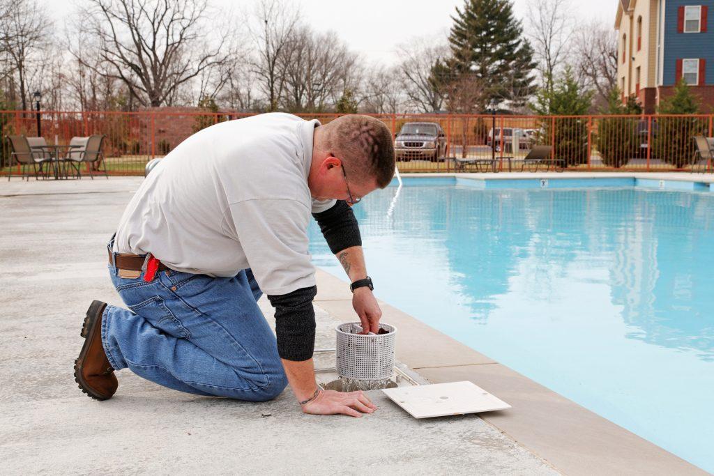 swimming-pool-service-7735129-1024x683