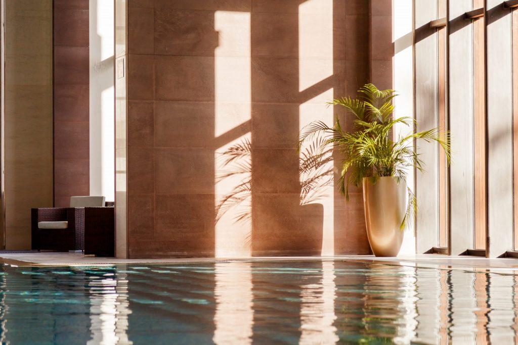 swimming-pool-with-sofa-pmqyafv-scaled-1024x683