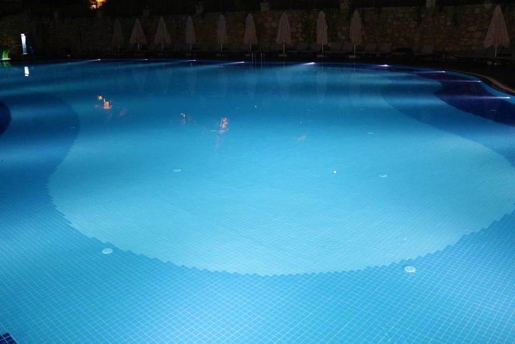 bigstock-blue-lights-of-a-swimming-pool-259254052-1024x683