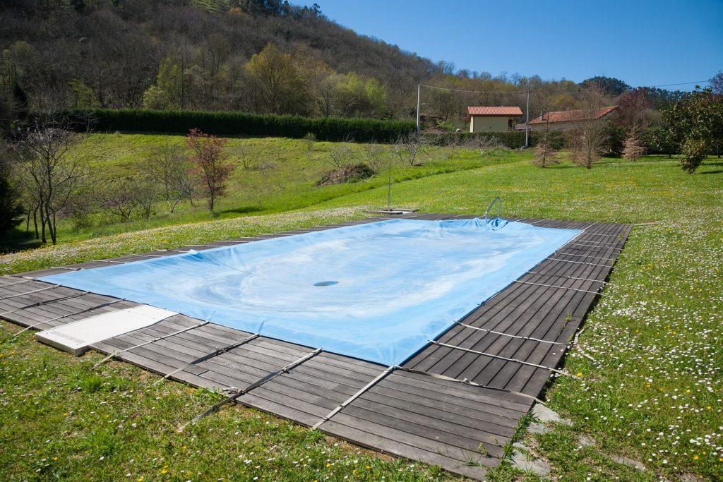 bigstock-pool-closed-in-green-meadow-163711208-1024x683